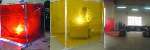Sử dụng màn nhựa PVC làm vách chắn ngăn chặn tia lửa hàn tại nơi sản xuất